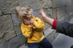 Niño recibe cachete Coaching TDAH