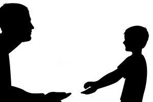 niño con TDAH hablando con su padre